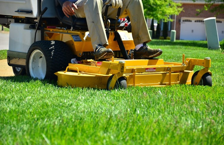 commercial landscape contractor mowing lawn