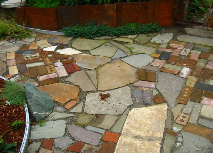 garden path ideas - mixed-material walkways