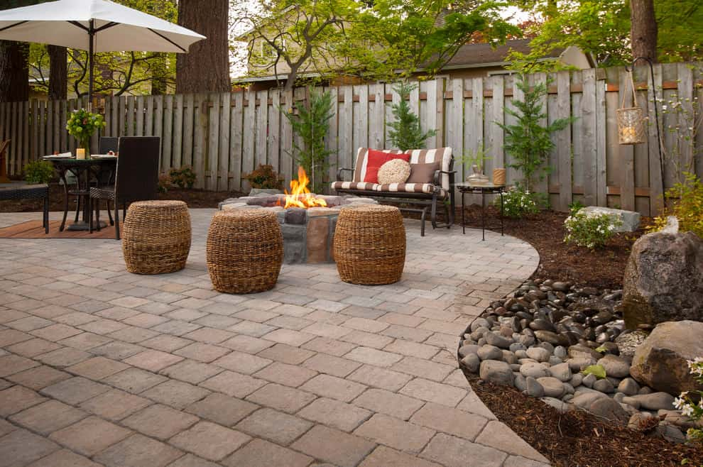 Unique Tips & Design Ideas on How to Landscape With Pavers on Small Brick Patio Ideas id=60233