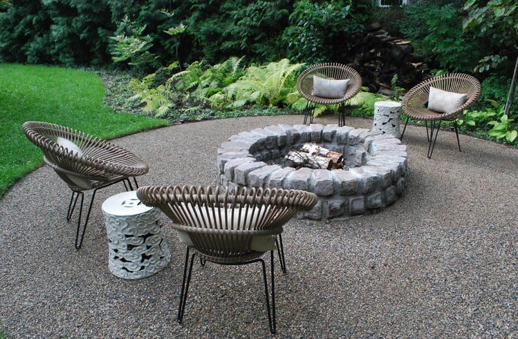 backyard gravel and fire pit landscape design