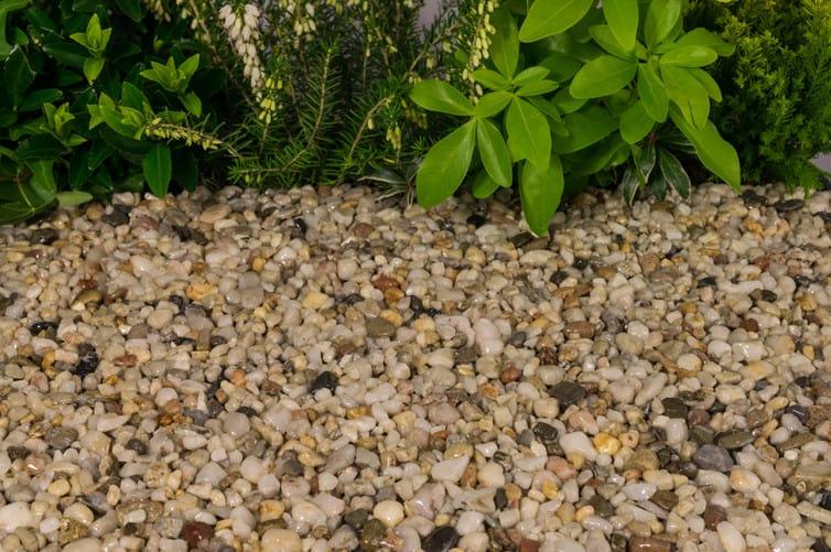 landscaping with pearl quartz gravel