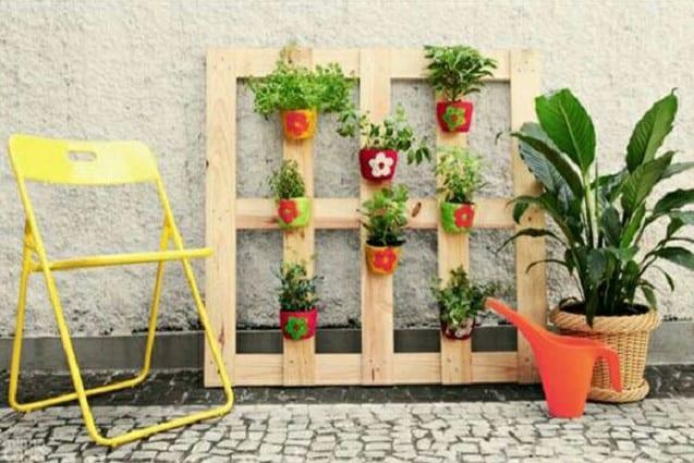 vertical pallet pot holder for backyard